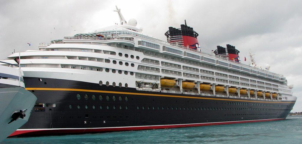 ทำงานเรือ ท่องเที่ยวรอบโลก รายได้ดี 001